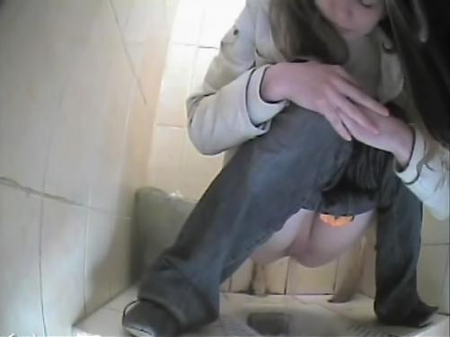 Туалет порно камера девушки